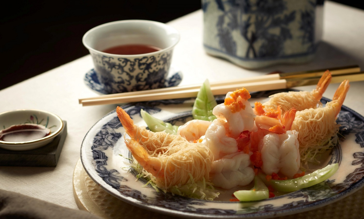 Crispy Noodle Roll with Fresh Prawns Gooseliver & Crab Coral